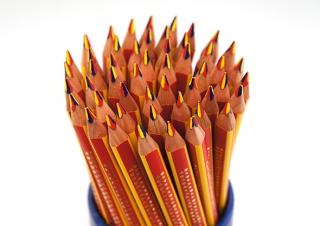 Дисплей цветных карандашей Noris Club, треугольные, 3 в 1, 50 штук в пластиковом стакане