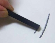 Уголь прессованный темный Derwent (6 штук в упаковке)